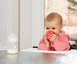 Подготовка ребенка к переходу от бутылочки к открытой чашке